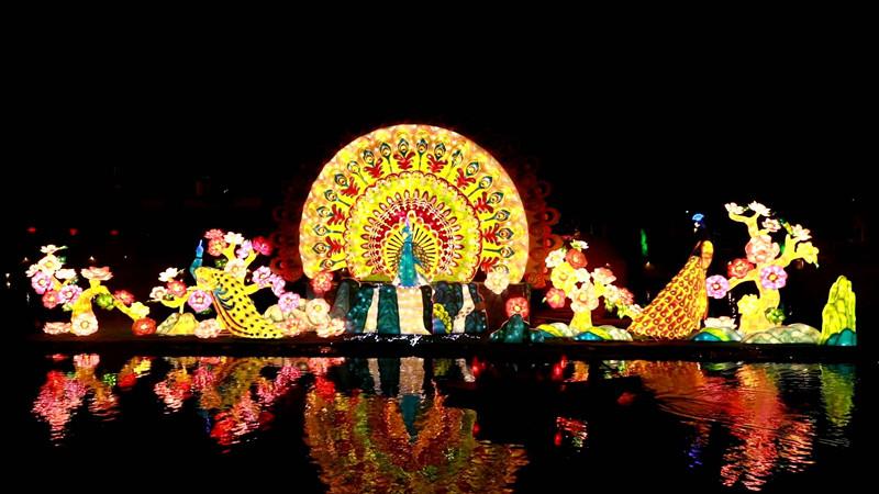 67秒|台儿庄古城国庆主题花灯来了!花灯璀璨 色彩缤纷
