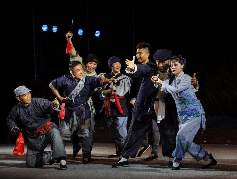 国庆假期台儿庄古城上演大型柳琴戏《芳林嫂》,为游客奉上戏曲盛宴