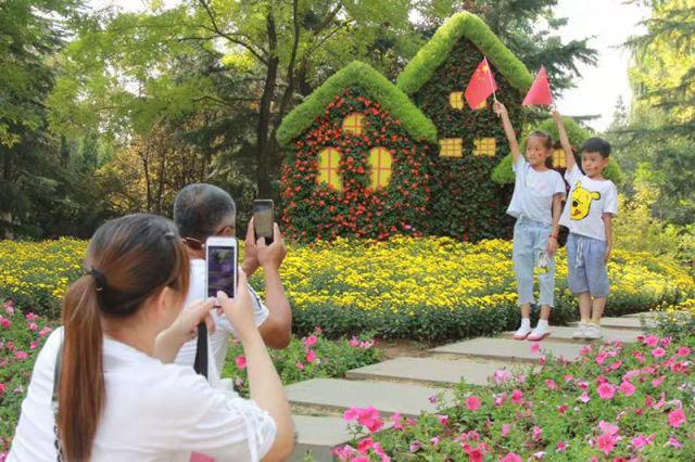 国庆假期第三天济南重点监测的8家景区游客达到51.61万人次,短途近郊游持续发力