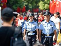 我在岗位上 | 跟台儿庄古城民警巡逻,看看都遇到了啥事?