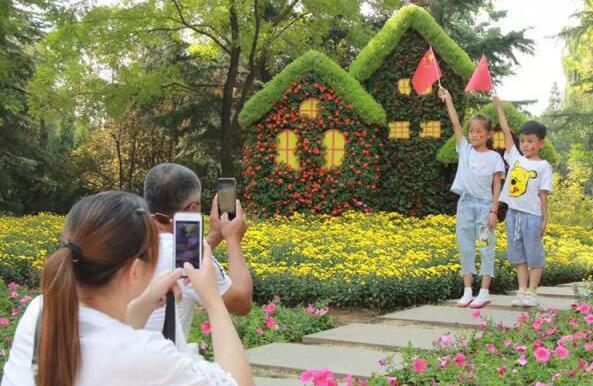 国庆假期第五天济南8家景区接待游客43.86万人次 室内文娱倍受追捧