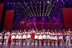 """完整版!""""五星红旗迎风飘扬""""山东省庆祝中华人民共和国成立70周年文艺演出"""