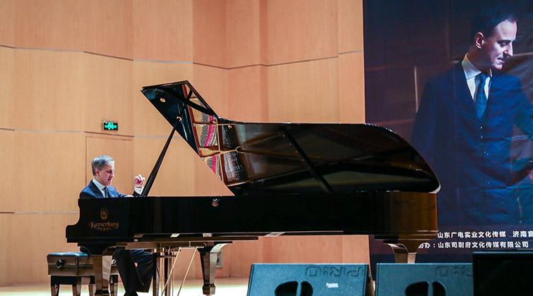 喬萬尼·維塔萊蒂在山東廣電星空劇院激情彈奏
