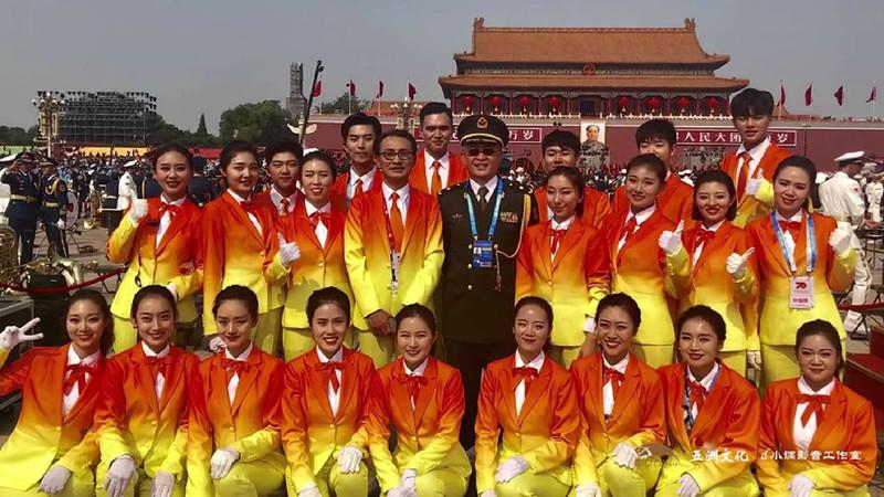 手臂绑沙袋、练习近600个小时……7名山东人担任国庆广场合唱团分指挥