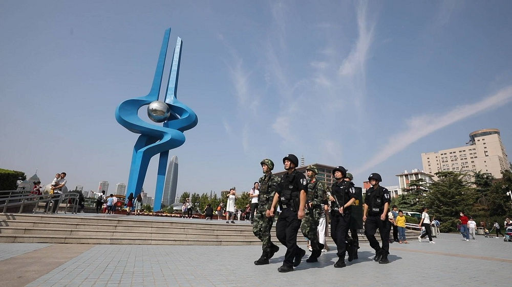 131秒丨挺拔的身姿 整齐的步伐 武警官兵默默守护人民假期安全