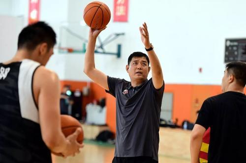新赛季联赛开打前,山东男篮有两次热身赛机会,对手还有老熟人