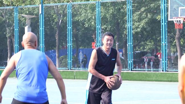 120秒|牛!济南这个篮球队平均年龄65岁以上 教练曾是特种兵