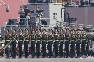 参加庆祝新中国成立70周年阅兵式的这位标兵来自山东传媒职业学院