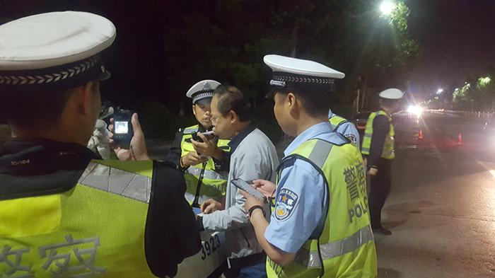 国庆假期潍坊经济公安查处各类交通违法行为42起