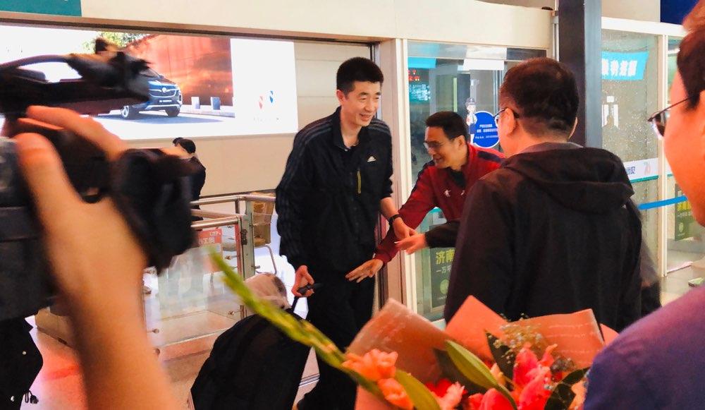 中国女排助理教练安家杰抵济:保持低调 踏实向前