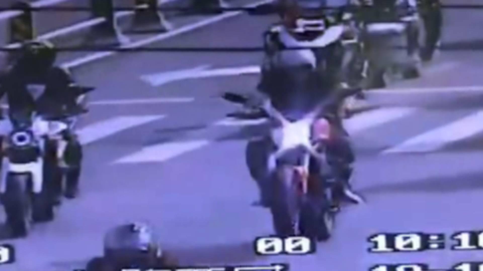 62秒 16辆摩托车济南经十路炫车技啥感觉? 罚款扣分+拘留!
