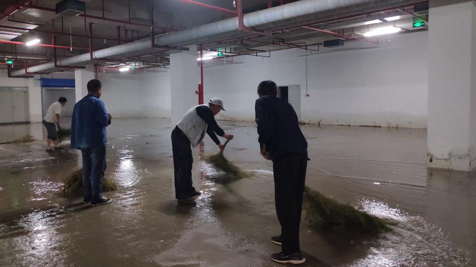 问政追踪丨枣庄人防积水今天清理完毕!漏水系对外连接通道未做防水