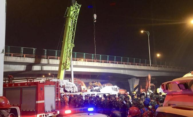 闪电头评丨三问江苏无锡高架桥侧翻事故