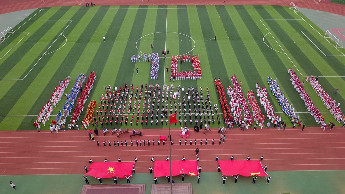 济南历城区举办鼓乐队展演 1280名小学生活力展现少先队员风采