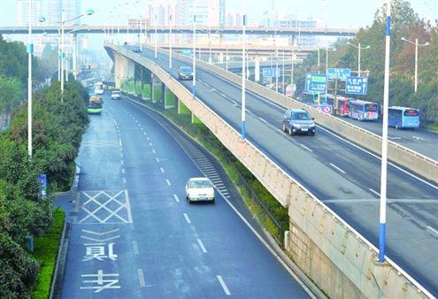 记者调查济南高架桥安全情况:共设19处限高杆,桥体3年一检测