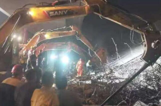 无锡跨桥侧翻事故始末  我们应该反思什么?