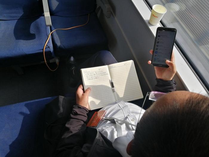 组图丨坐在试验车上,鲁南高铁日曲段参建人员成就感满满!