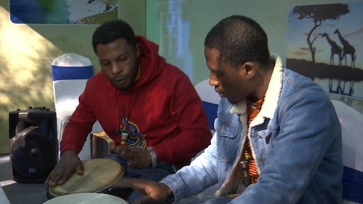 Vlog丨打卡济南国际友城商品展 非洲鼓带你重回南非那个夏天