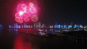 51秒|美轮美奂!跨国公司领导人青岛峰会焰火灯光秀表演盛大举行