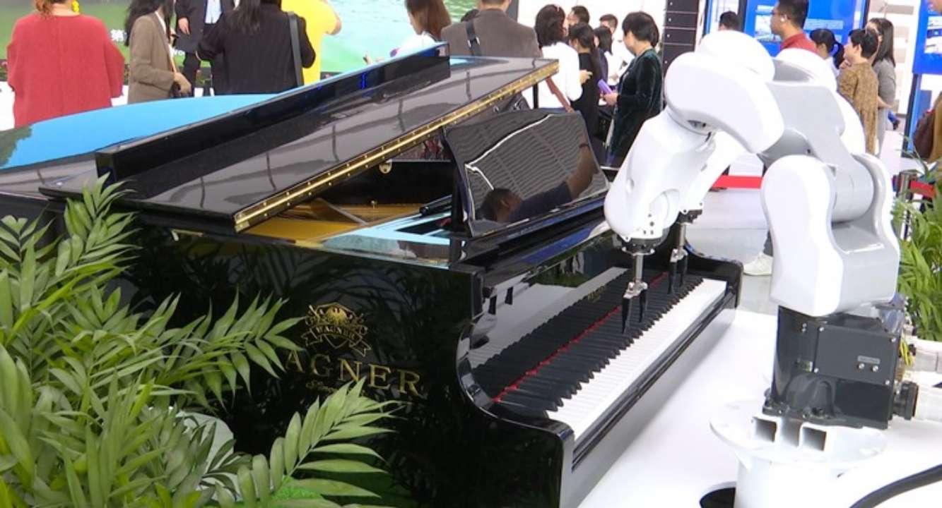 机器人弹钢琴 AI垃圾分类…… 来看看世界互联网大会上的黑科技