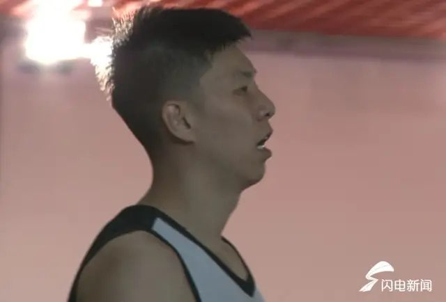 """山东男篮的""""小李飞刀""""   拼尽全力为山东"""