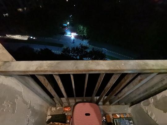 52秒丨济南民警爬上8楼阳台救下男童:回头再去看,我手心还有点出汗