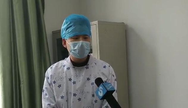 """独家采访""""被埋男婴""""主治医生:孩子胸椎有畸形但恢复概率大 曾劝家属继续治疗"""
