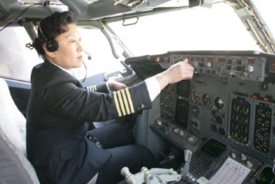 安全飞行17000多个小时! 山航首位女机长37载飞行生涯圆满落幕