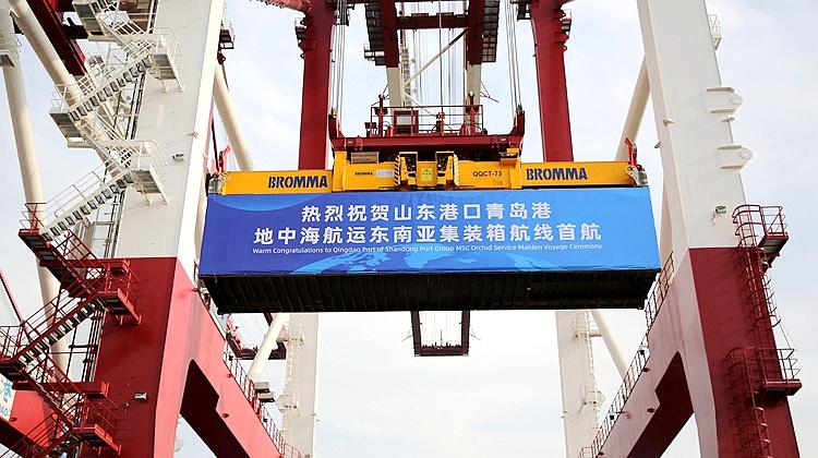 组图|新开8条航线 东南亚集装箱航线青岛港首航