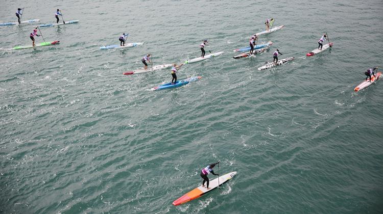 航拍|大海为纸,桨板为笔 世界桨板锦标赛在青岛角逐