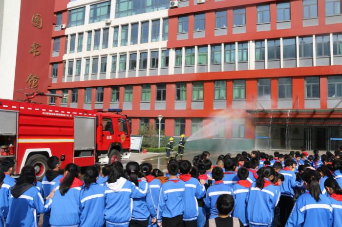 日照开发区消防大队到小学开展消防安全培训暨应急疏散演练