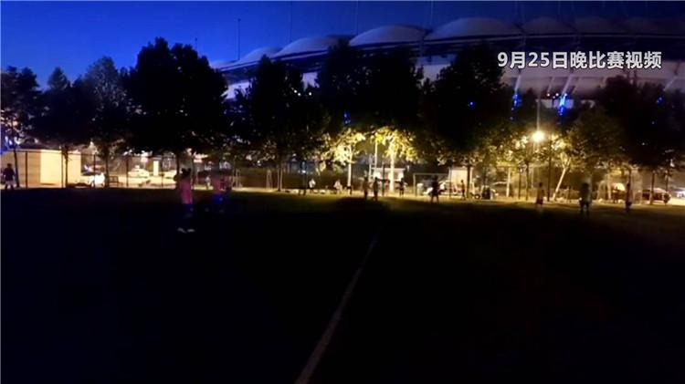 问政山东|球赛只剩6分钟 球场却关灯罢了工 省体育局局长:踢球群众想不通,我也想不通