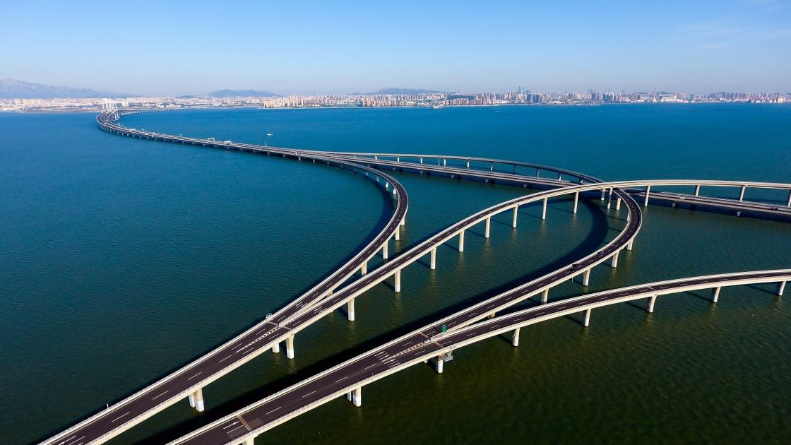 """胶州湾大桥降费政策只适用于""""点对点""""通行 明年起途径车辆才可享受优惠"""