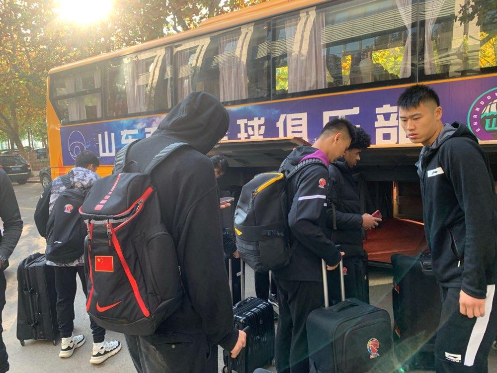 山东西王男篮出征北京客场 李泓翰吴轲王汝恒缺席