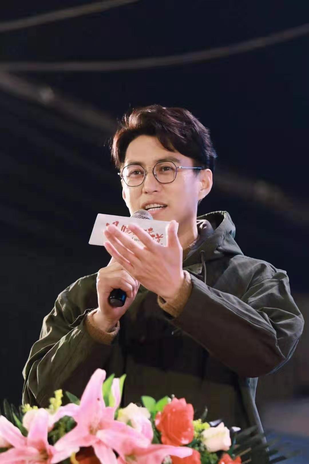 69秒|探班《温暖的味道》 演员靳东:我不会演戏了 组里都是戏精