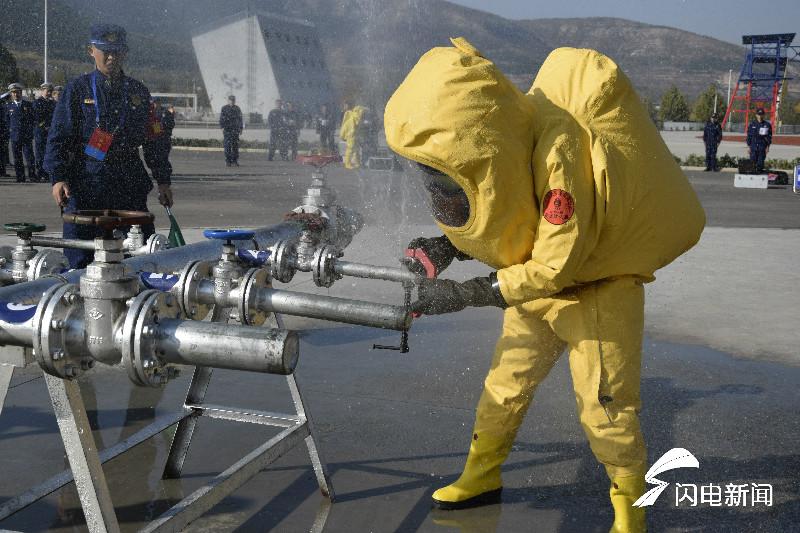 全省消防行业技能竞赛在济南闭幕 消防演习抓人眼球