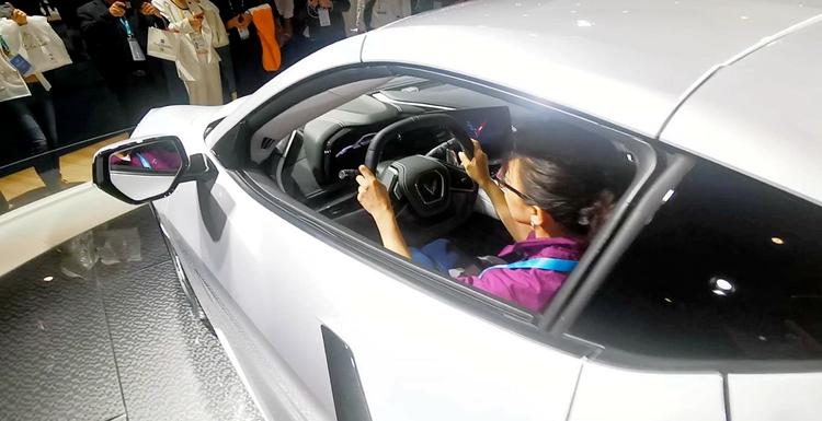 科技出行 无限可能!排放物只有水且可以喝,闪电记者进博会带你来看车