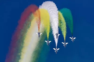 【地评线】逐梦蓝天壮阔70年,人民空军向世界一流振翅翱翔