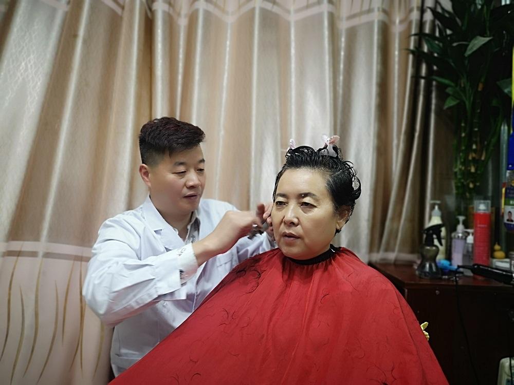 2019齐鲁首席技师富强:一把剪刀坚守32年 希望把美传递更多济南人