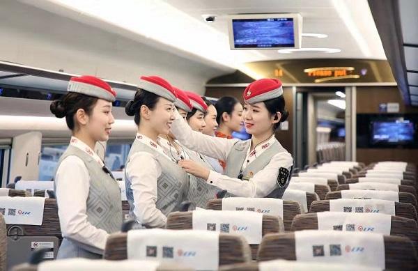紫色系+牡丹花新款制服加持!鲁南高铁日曲段200名乘务员整装待发