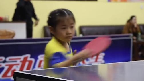 31秒丨泰安5岁乒乓萌娃:我的眼里有水,我不能让它流下来