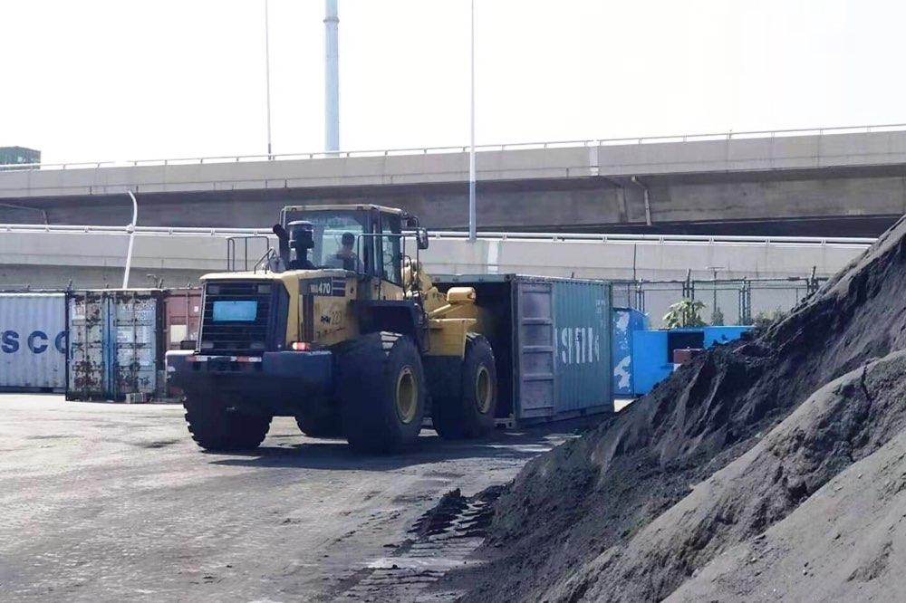 对洋垃圾说不!青岛海关一次性退运4067吨氧化铁皮