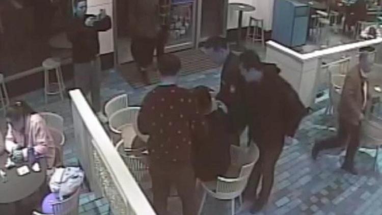 68秒丨什么缘分?民警快餐店吃饭隔壁桌坐着嫌疑人,蜀黍:超开心