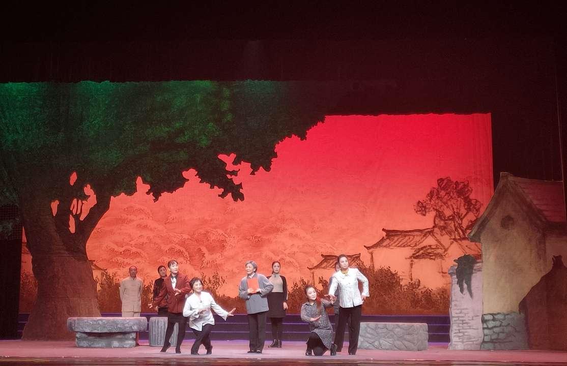 大型现代戏曲《父母心》在济南上演