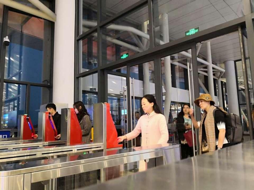 11月18日起青岛西站正式启用电子客票 不用取票凭证进站乘车