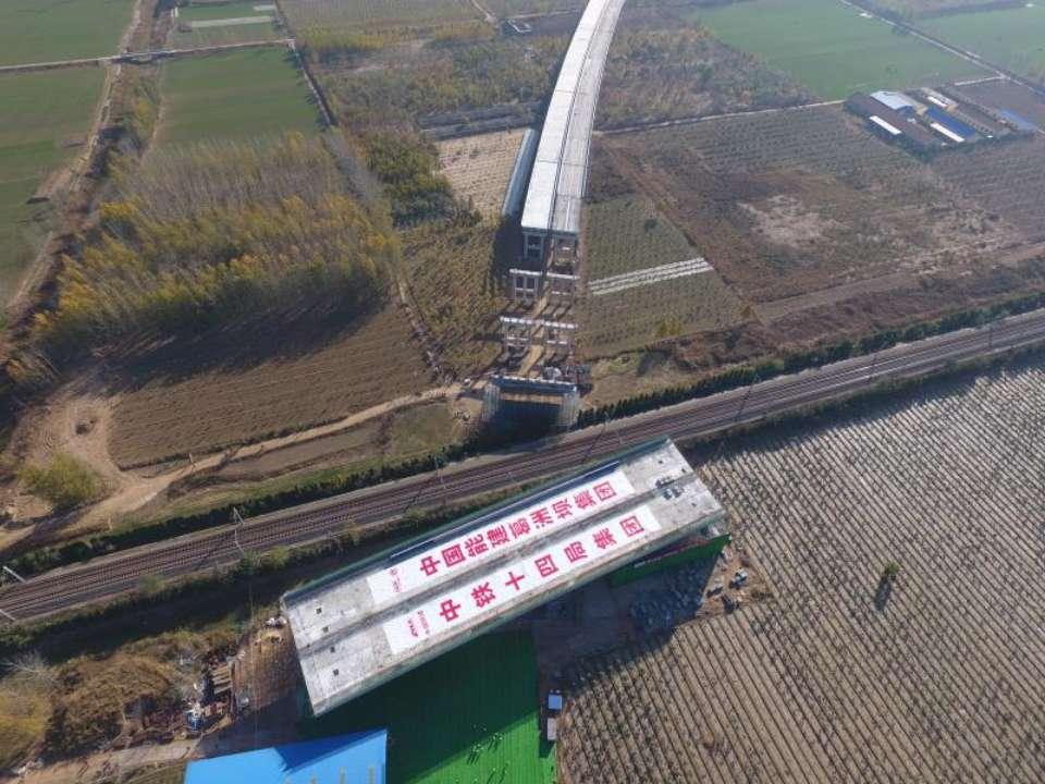 历时60分钟!枣菏高速跨京九转体桥顺利完成转体