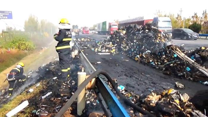 百世快递:物流车起火原因正调查 被烧毁快件3天内补发完毕