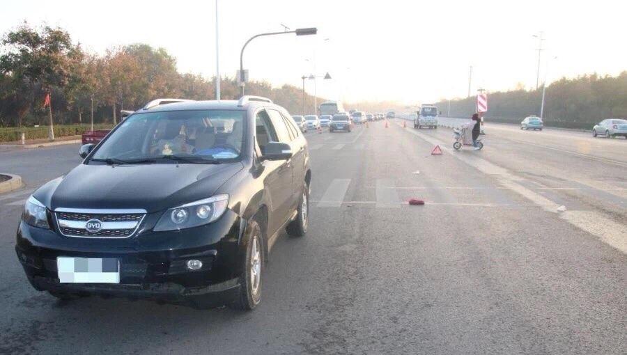滨州博兴县境内发生交通事故 三连撞后肇事车逃逸