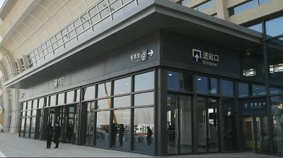 """46秒丨打卡日兰高铁蒙山站 旅客通道""""超有范""""!"""