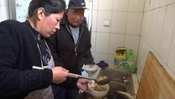 脱贫攻击一线记者行|聊城这个村开办爱心食堂 贫困群众免费吃上热乎饭